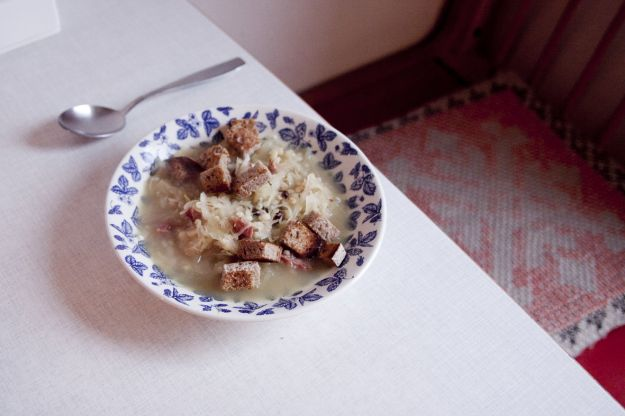 Zuppa di crauti con carne e pancetta