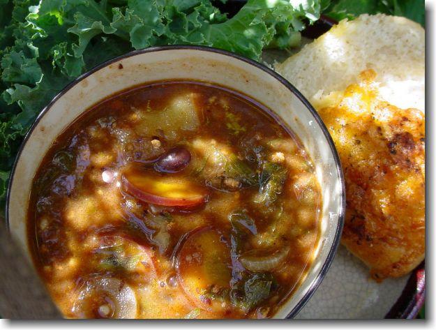 Zuppa di farro e fagioli con fave fresche e caffè