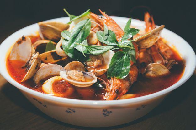 zuppa di pesce con pane e pinoli 1